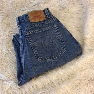 Vintage Levi Jeans  size 10  relaxed fit - tapered